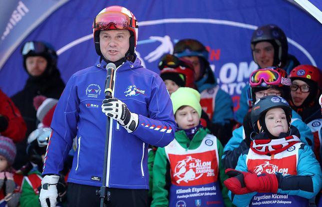 Andrzej Duda na nartach. Wspominał Pawła Adamowicza