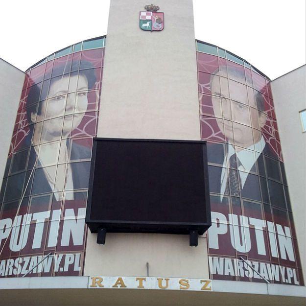 Banner na bemowskim ratuszu