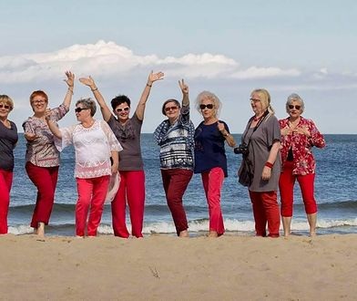 Seniorki w czerwonych spodniach. One metryką się nie przejmują. Robią swoje