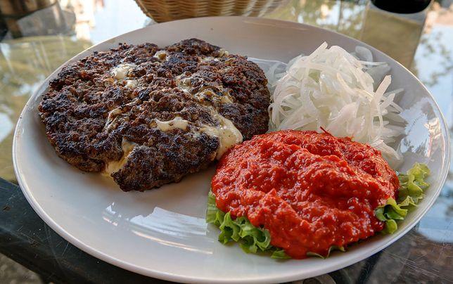Kuchnia bałkańska kształtowała się pod wpływem klimatu i czynników kulturowych oraz religijnych. Przepisy kuchni bałkańskiej