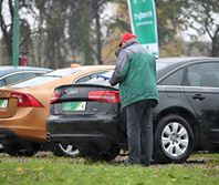 Zamiast nowego Opla, Forda lub Dacii, Polacy wolą kupić używane Audi lub BMW