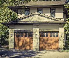 Drewniana brama garażowa. Pomysły i inspiracje