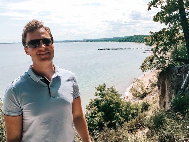 - Nie spodziewałem się, że tak mi się tutaj spodoba - przyznaje zachwycony Trójmiastem Pontus ze Szwecji. Tutaj akurat na klifie w Gdyni.