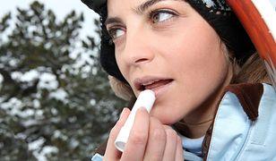 Suche dłonie i popękane usta to zimowa zmora. Dermatolog wyjaśnia, jak sobie z tym poradzić