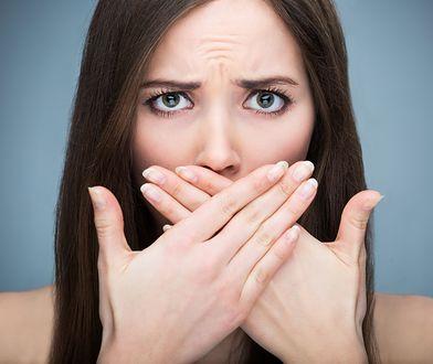 Spierzchnięte usta? Przyczyny popękanych ust i sposoby na ich wygładzenie