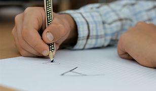 Rodzice dzieci, które zdawały w tym roku egzamin ósmoklasisty, wniosek o 300 zł wsparcia złożą po 13 sierpnia