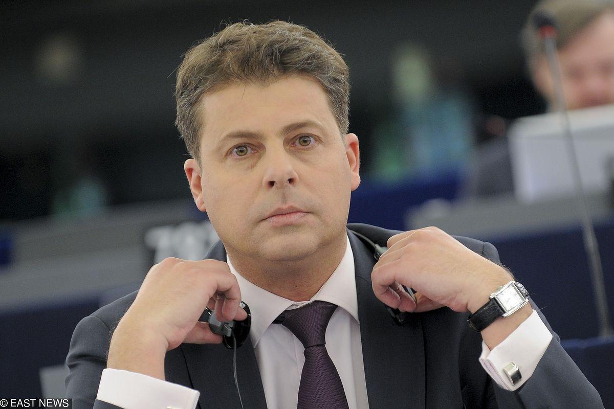 """Znamienne słowa w katolicko-narodowym dzienniku. Nowa partia dla """"rozczarowanych polityką PiS"""""""