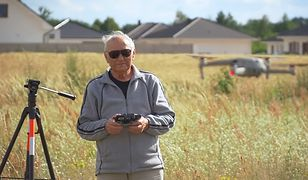 Pan Michał ma 89 lat i jest najstarszym operatorem drona w Polsce