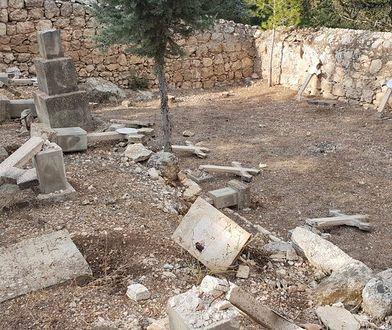 Około 30 nagrobków zniszczyli wandale na cmentarzu katolickim pod Jerozolimą.