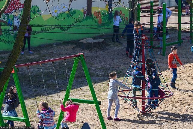#LISTDOREDAKCJI Rodzina wróciła z zagranicy. Sąsiedzi oburzeni puszczaniem dzieci na plac zabaw