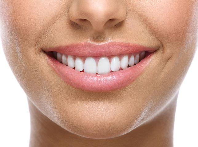 Różne rodzaje nakładek na zęby – właściwości i zastosowanie. Jakie wybrać?