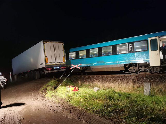 Granowo w Wielkopolsce. Zderzenie pociągu z tirem na trasie Grodzisk - Poznań