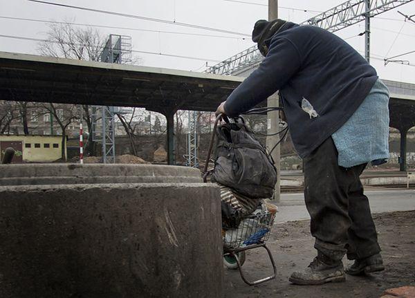 Policja apeluje, aby zwracać uwagę na bezdomnych