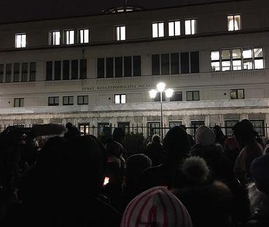 Protest pod Senatem.