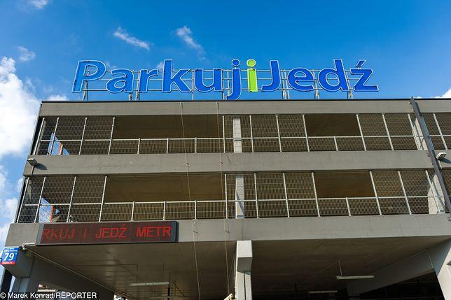 """UE przekazała 30 mln zł dla Warszawy. Powstanie parking """"Parkuj i Jedź"""" i centrum wsparcia 24/7"""