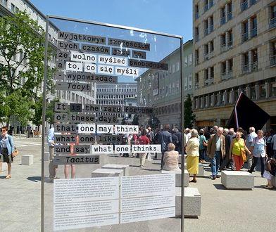 Memoriał Wolnego Słowa odsłonięty. Kiedyś była tu cenzura (ZDJĘCIA)