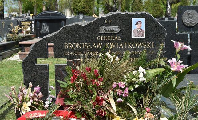 Ekshumacja gen. Bronisława Kwiatkowskiego. Mocne słowa jego żony
