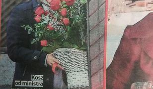 Joachim Brudziński z koszem róż