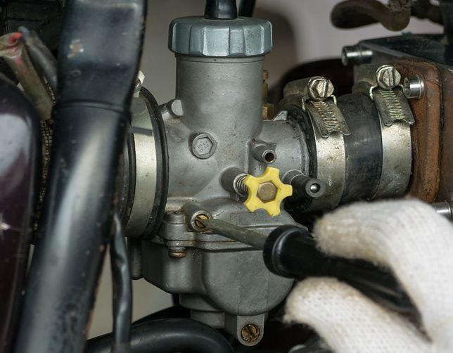 Regulacja gaźnika w motocyklu – jak wykonać samodzielnie?