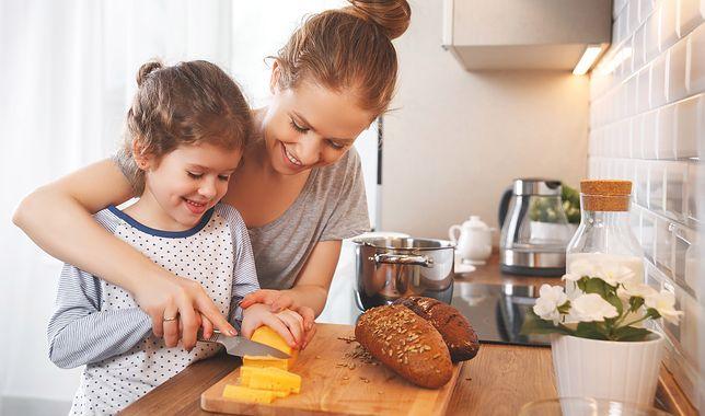 Łatwe przepisy dla dzieci są niewyczerpanym źródłem inspiracji dla rodziców, którzy chcą zachęcić swoje pociechy do pomocy w kuchni