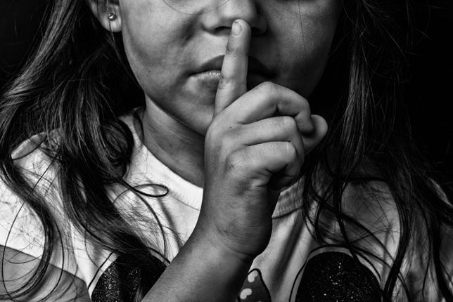 """""""Nikt ich nie zapytał, czego tak naprawdę chcą, a mówi im, co mają zrobić"""" - mówi Lucyna Kicińska z telefonu zaufania dla dzieci i młodzieży"""