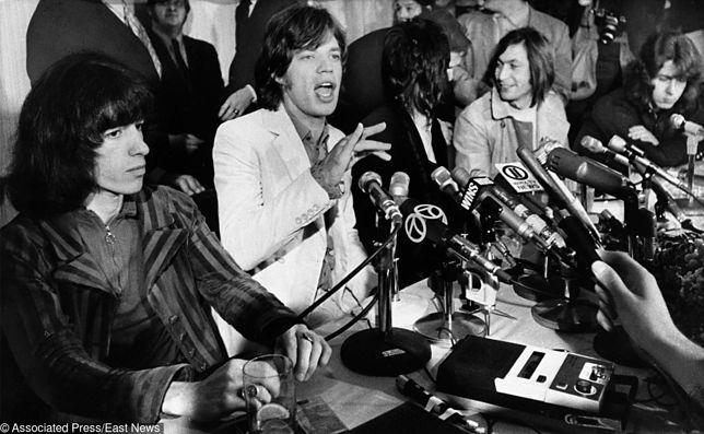 """""""Miło mi cię poznać, mam nadzieje, że odgadniesz moje imię"""" - śpiewał Mick Jagger w """"Sympathy for the Devil"""""""