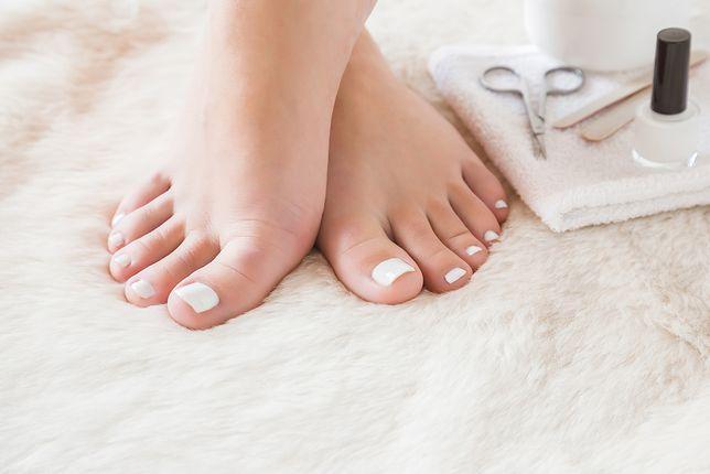 Pedicure krok po kroku - kosmetyczny zabieg w domowych warunkach