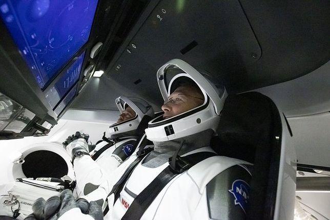 Astronauci NASA: Bob Behnken i Doug Hurley na pokładzie SpaceX Crew Dragon
