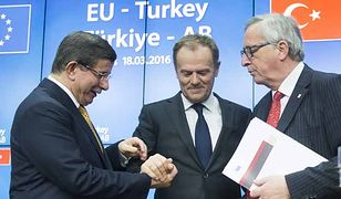 Od lewej: Ahmet Davutoglu, Donald Tusk i Jean-Claude Juncker