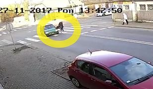 80-latek wjechał w przechodzącą po pasach kobietę.