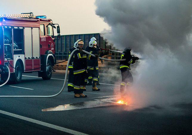 Ranni żołnierze z USA. Pożar auta pod Żaganiem