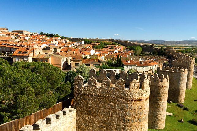 Wspaniale zachowane fortyfikacje
