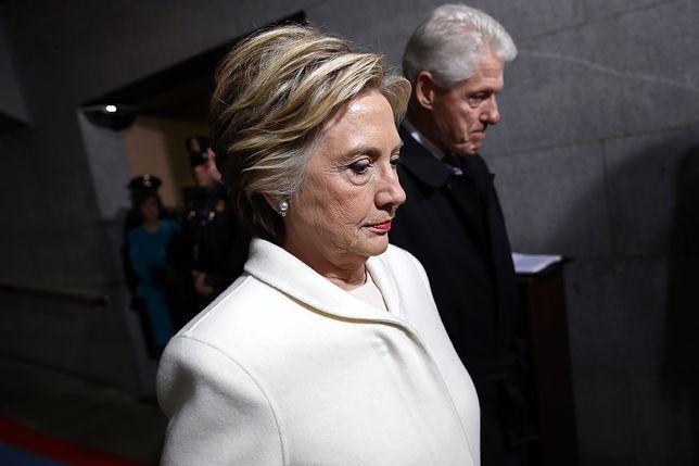 Biały garnitur - ulubiona stylizacja Hillary Clinton