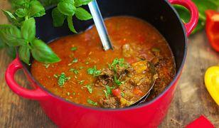Rozgrzewająca zupa gulaszowa. Sycąca i przepyszna