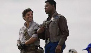 """Oscar Isaacs i John Boyega na planie filmu """"Gwiezdne wojny: Skywalker. Odrodzenie"""""""