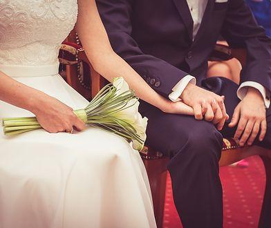 Kaśka i Darek planują ślub jednostronny. Babcia modli się o rozum dla chłopaka