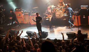 Eagles of Death Metal na scenie klubu Bataclan tuż przed zamachami