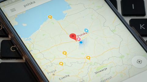 Jak Polacy korzystają z Internetu? 82% domów ma łącze, 60% osób ma smartfon