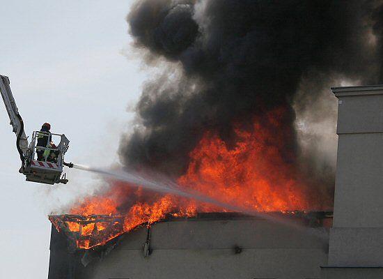 Pożar bloku w Warszawie - zdjęcia
