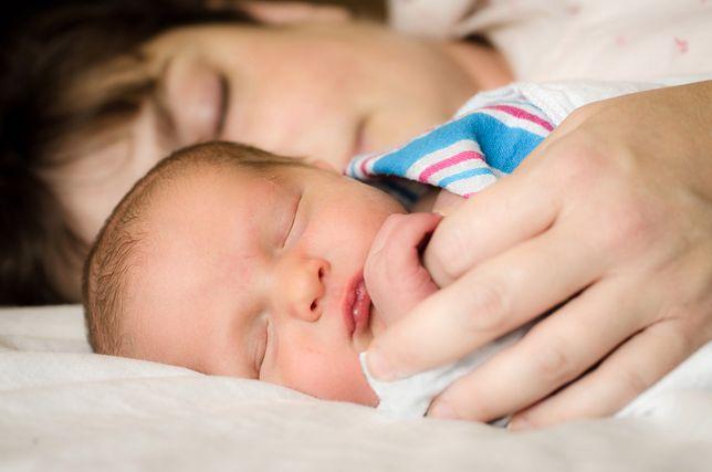 Coraz więcej kobiet nie wraca do pracy po urodzeniu dziecka