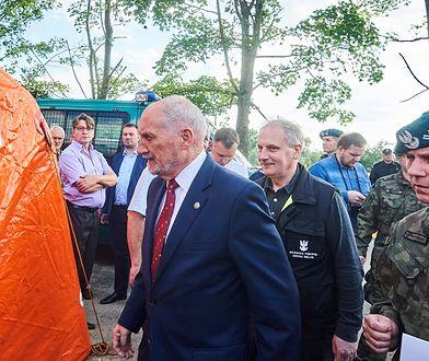 Antoni Macierewicz oraz Dariusz Drelich wizytują tereny objęte skutkami nawałnicy