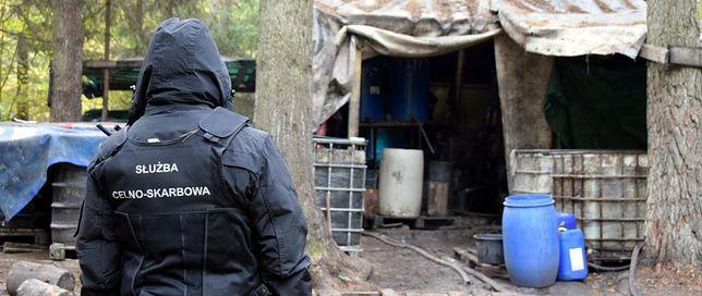 Gigantyczna bimbrownia w środku lasu zlikwidowana przez funkcjonariuszy KAS
