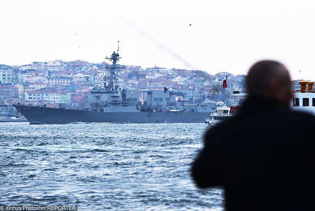 Amerykański okręt rakietowy o napędzie atomowym USS Truxtun podczas ćwiczeń na Morzu Czarnym w 2014 r.