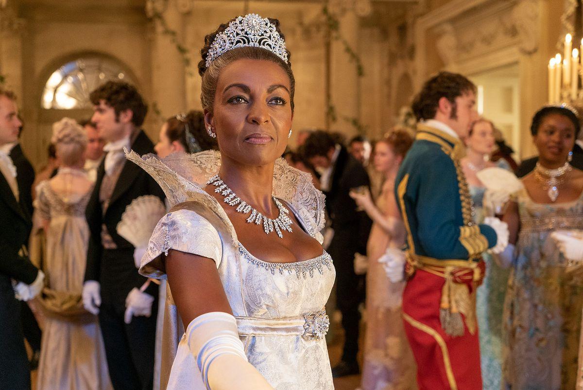 """Czarnoskóra księżna w serialu Netfliksa """"Bridgertonowie""""."""