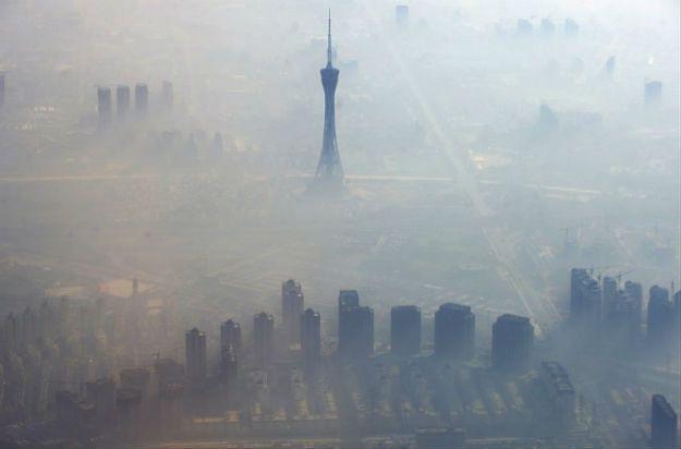 Smog w Zengzhou w środkowych Chinach