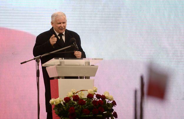 """Eksperci o przemówieniach w 6. rocznicę katastrofy smoleńskiej. """"Wskazanie prezydentowi miejsca w szeregu"""""""