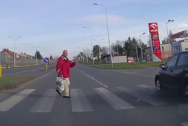 Walka pieszego o przeżycie. Porażające nagranie z Kielc