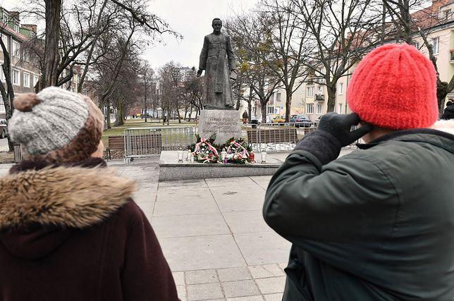 Pomnik ponownie stanął na cokole w sobotę