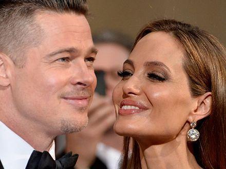 Brad Pitt w biżuterii Angeliny Jolie