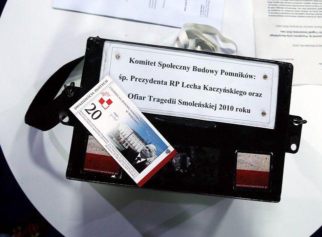 Na pomniki upamiętniające ofiary katastrofy smoleńskiej, które mają stanąć na Krakowskim Przedmieściu, zebrano ok. 1,5 miliona złotych